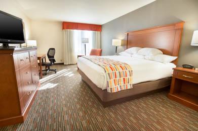 Drury Inn & Suites St. Louis Creve Coeur - Deluxe King Room