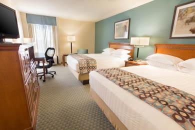 Drury Inn & Suites Birmingham Lakeshore Drive - Deluxe Queen Room