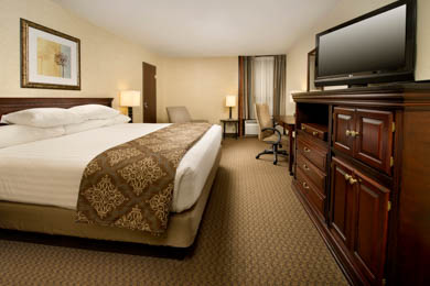 Drury Inn & Suites Fairview Heights - Deluxe King Room