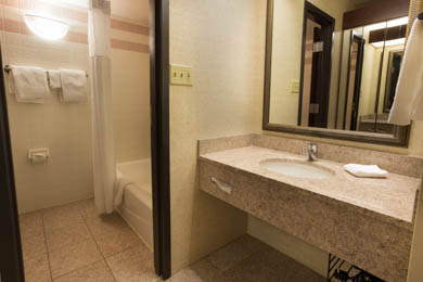 Drury Inn & Suites East Evansville - Guest Bathroom