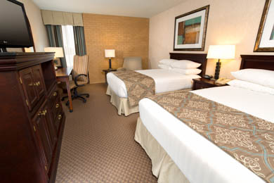 Drury Inn & Suites Overland Park - Deluxe Queen Room