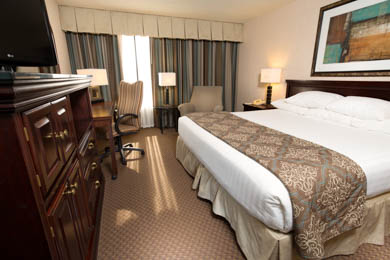Drury Inn & Suites Overland Park - Deluxe King Room