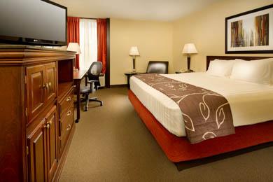 Drury Inn Paducah Deluxe King Room