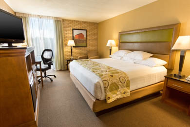 Drury Inn & Suites Paducah - Deluxe King Room