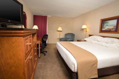 Drury Inn & Suites Hayti/Caruthersville - Deluxe King Room
