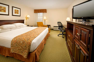 Drury Inn & Suites Westport St. Louis - Deluxe King Room