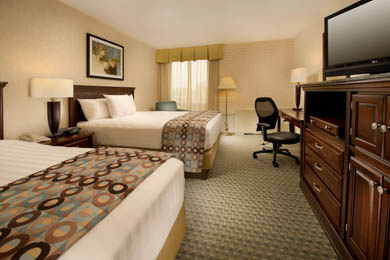 Drury Inn & Suites Stadium Kansas City - Deluxe Queen Room