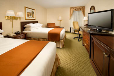 Drury Inn & Suites Fenton - Deluxe Queen Room