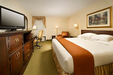 Drury Inn & Suites Fenton - Deluxe King Room