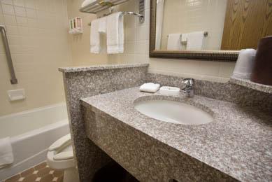 Pear Tree Inn Rolla - Guest Bathroom
