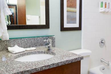 Pear Tree Inn Union Station St. Louis - Guest Bathroom