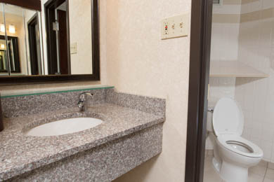 Drury Inn & Suites Cape Girardeau - Guest Bathroom