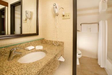 Drury Inn & Suites St. Louis St. Peters - Guest Bathroom