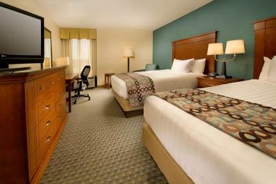 Drury Inn & Suites St. Louis St. Peters - Deluxe Queen Room