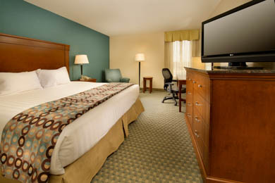Drury Inn & Suites St. Louis St. Peters - Deluxe King Room