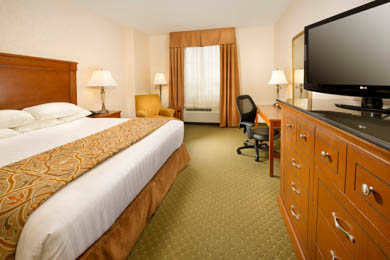 Drury Inn & Suites St. Louis Arnold - Deluxe King Room