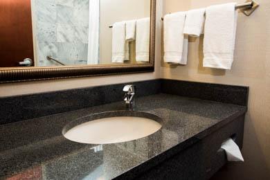 Drury Inn & Suites Independence - Guest Bathroom
