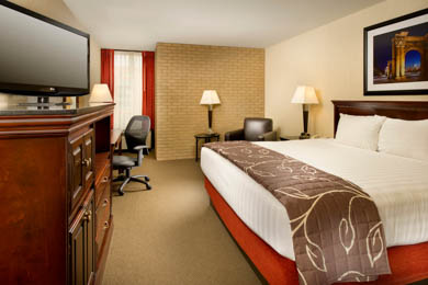 Drury Inn & Suites Northwest Columbus - Deluxe King Room