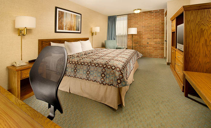 Pear Tree Inn Airport St. Louis - Deluxe King Room