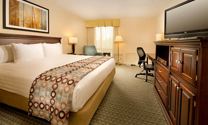 Drury Inn & Suites Stadium Kansas City - Deluxe King Room
