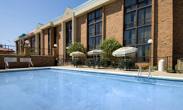 Drury Inn & Suites Stadium Kansas City - Outdoor Pool