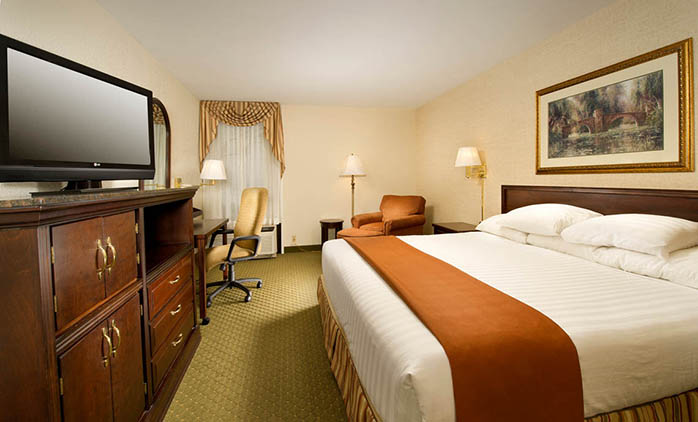 Drury Inn & Suites Fenton - King Suite