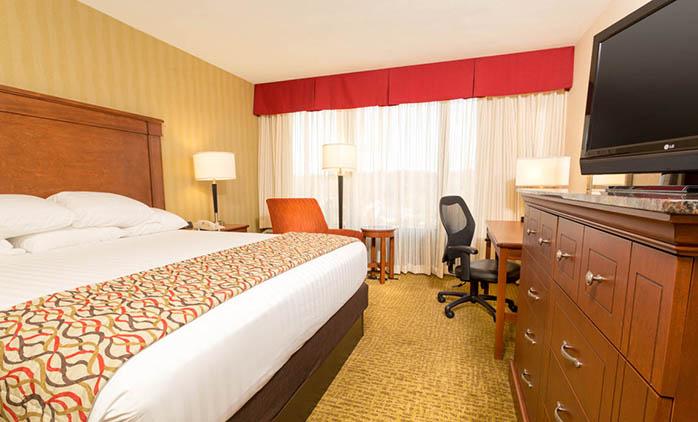 Drury Inn & Suites Atlanta Northwest - Deluxe King Room