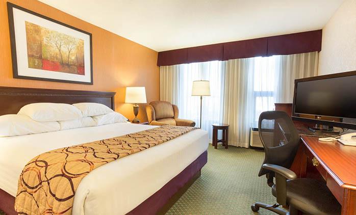 Drury Inn & Suites Terre Haute - Deluxe King Room