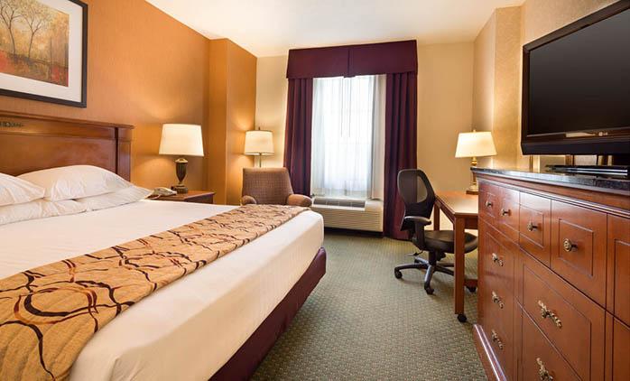 Drury Inn & Suite Indianapolis Northeast - Deluxe King Room