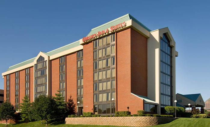 Drury Inn & Suites Overland Park - Hotel Exterior