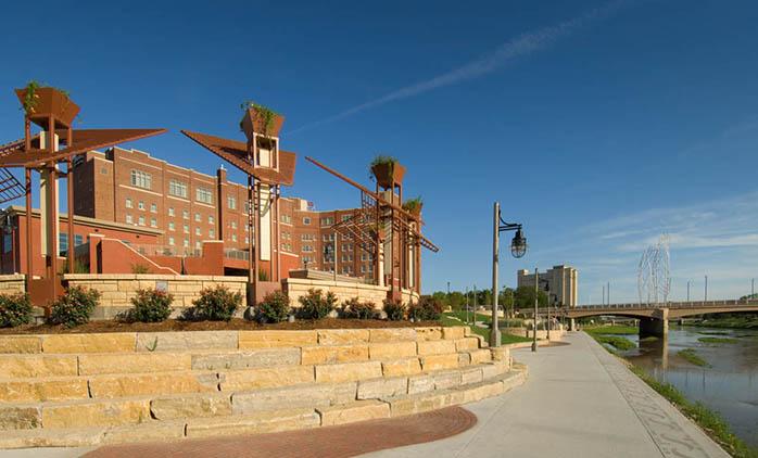 Drury Plaza Hotel Broadview Wichita - Hotel Exterior