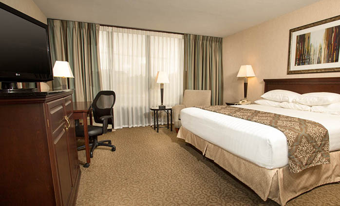 Drury Inn & Suites Louisville - Deluxe King Room
