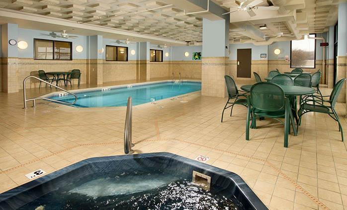 Drury Inn & Suites St. Louis St. Peters - Indoor Pool