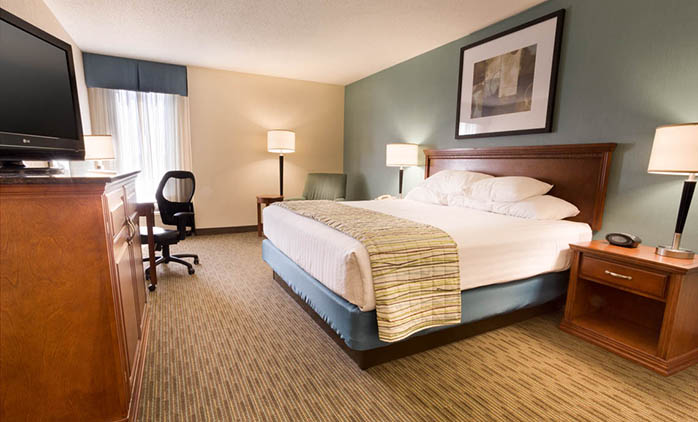 Drury Inn & Suites Southwest St. Louis - Deluxe King Room