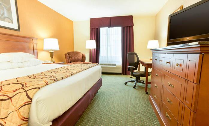 Drury Inn & Suites St. Louis near Forest Park - Deluxe King Room