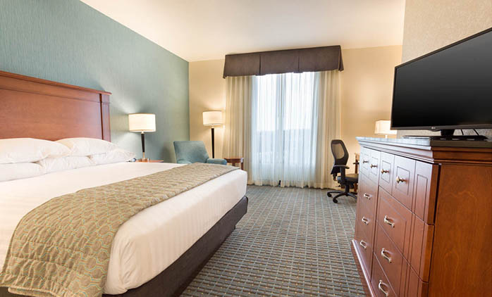Drury Inn & Suites St. Louis Brentwood - Deluxe King Room