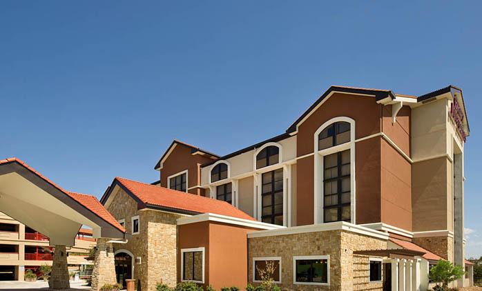 Drury Inn & Suites San Antonio Airport - Hotel Exterior
