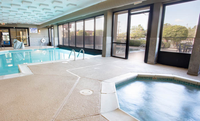 Drury Inn & Suites Greensboro - Swimming Pool