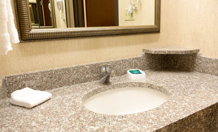 Drury Inn & Suites Nashville Airport - Guest Bathroom