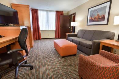 Drury Inn St. Louis Union Station - Two-room Suite Guestroom
