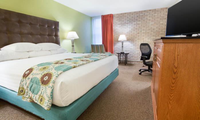 Drury Inn & Suites McAllen - Deluxe King Guestroom