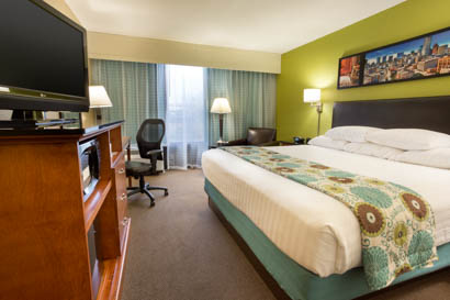 Drury Inn & Suites Houston Sugar Land - Deluxe King Guestroom