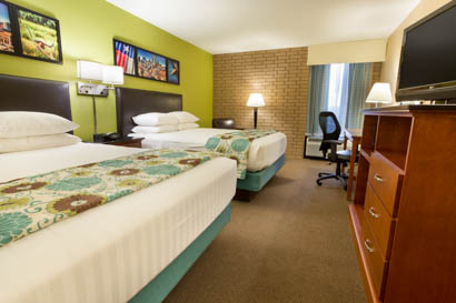 Drury Inn & Suites Houston Sugar Land - Deluxe Queen Guestroom