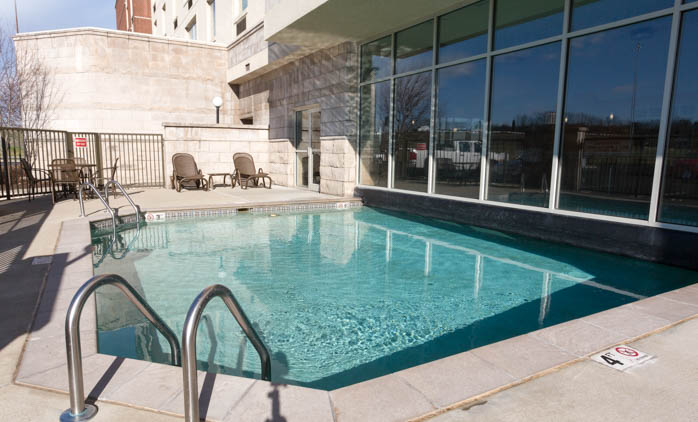 Drury Inn & Suites Cincinnati Sharonville - Indoor/Outdoor Pool