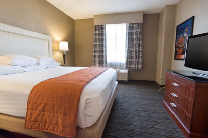 Drury Inn & Suites Cincinnati Sharonville - Two-room Suite Guestroom