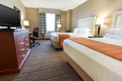 Drury Inn & Suites Cincinnati Sharonville - Deluxe Queen Guestroom
