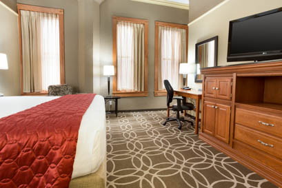 Drury Inn & Suites San Antonio Riverwalk - Deluxe King Guestroom
