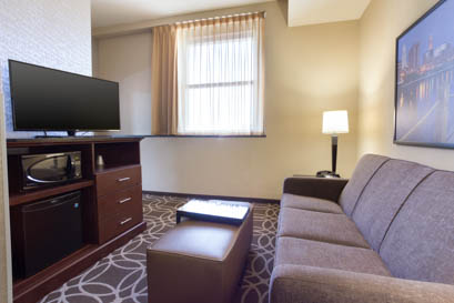 Drury Plaza Hotel Cleveland Downtown - Two-room Suite Guestroom