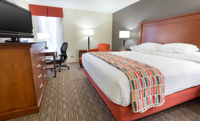 Drury Inn & Suites Joplin - Deluxe King Room