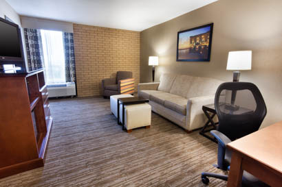 Drury Inn & Suites Kansas City Airport - Two-room Suite Guestroom